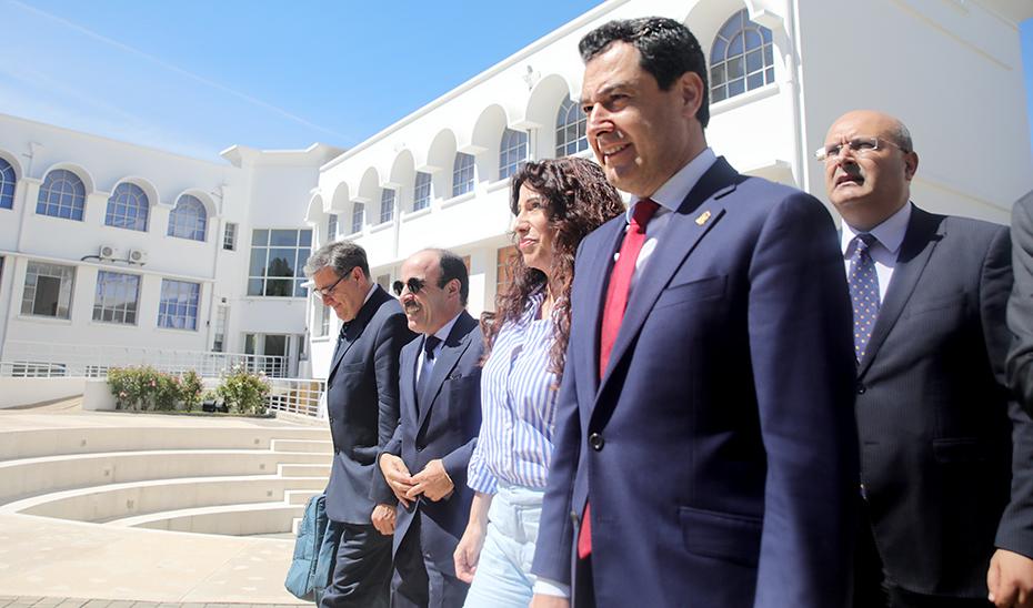 La consejera Rocío Ruiz y el presidente de la Junta, Juanma Moreno, este miércoles en Marruecos.