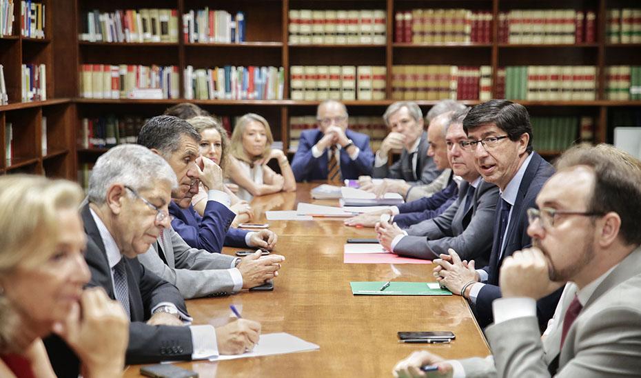 Marín asiste a una reunión sobre el proyecto de Ciudad de la Justicia en Palmas Altas