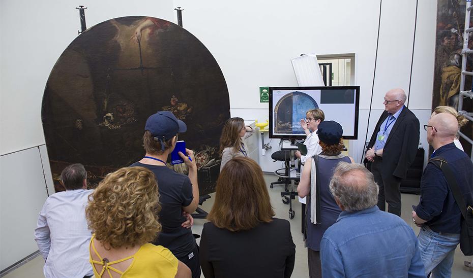 Técnicos del Rijksmuseum visitaron el IAPH para conocer el estado de \u0027Finis Gloriae Mundi\u0027, que presenta una situación estable