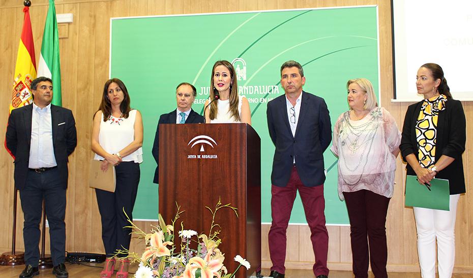 La delegada del Gobierno en Huelva, Bella Verano, junto a los delegados territoriales de la Junta.