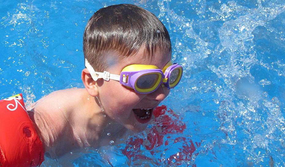 El reglamento garantiza más seguridad en las piscinas públicas, un elemento importante en el ocio estival de los andaluces.