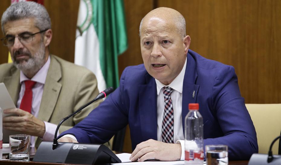 El consejero de Educación y Deporte, Javier Imbroda, explica los presupuestos de su consejería para 2019 en comisión parlamentaria.