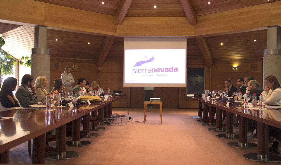 El consejo de administración de Cetursa Sierra Nevada SA, reunido este martes.