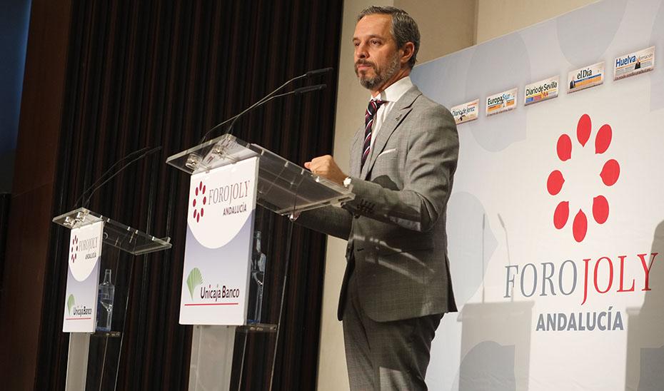 El consejero de Hacienda, Industria y Energía, Juan Bravo, interviene en el Foro Joly.