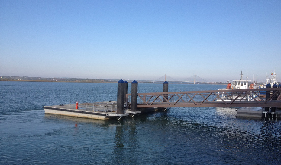 El actual embarcadero del puerto de Ayamonte para desplazamientos a Portugal.