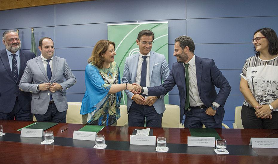 La consejera Carmen Crespo, tras la firma del convenio.