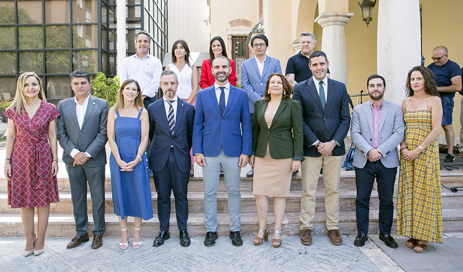 Los consejeros Juan Bravo y Carmen Crespo, durante su visita al Ayuntamiento de Almería.