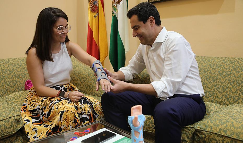 Moreno ejemplifica en la empresaria Raquel Serrano el emprendimiento y talento de los jóvenes andaluces