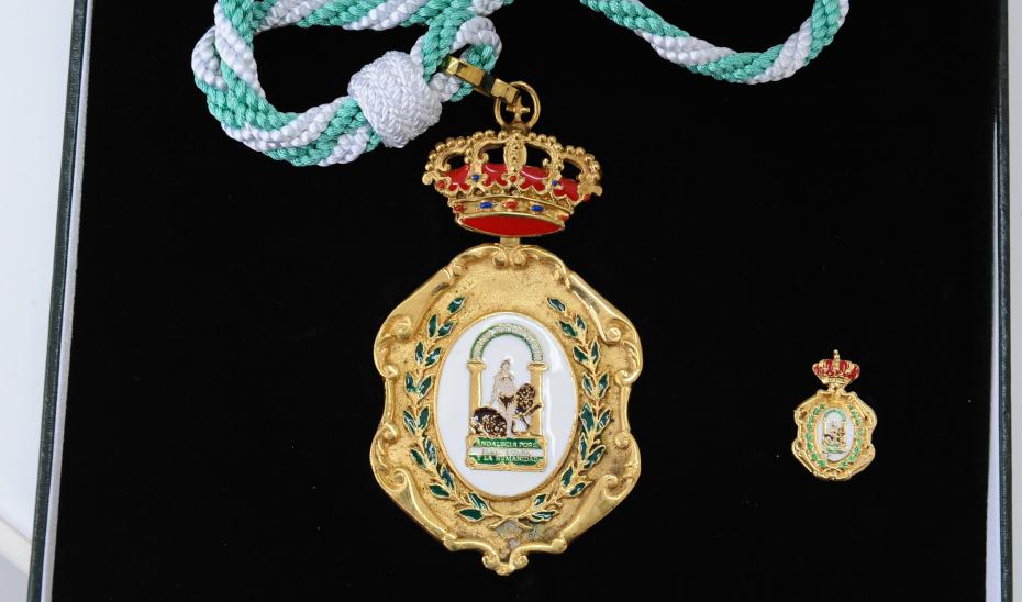 El Decreto 602/2019, de 3 de diciembre regula las distinciones honoríficas de la Comunidad Autónoma de Andalucía.