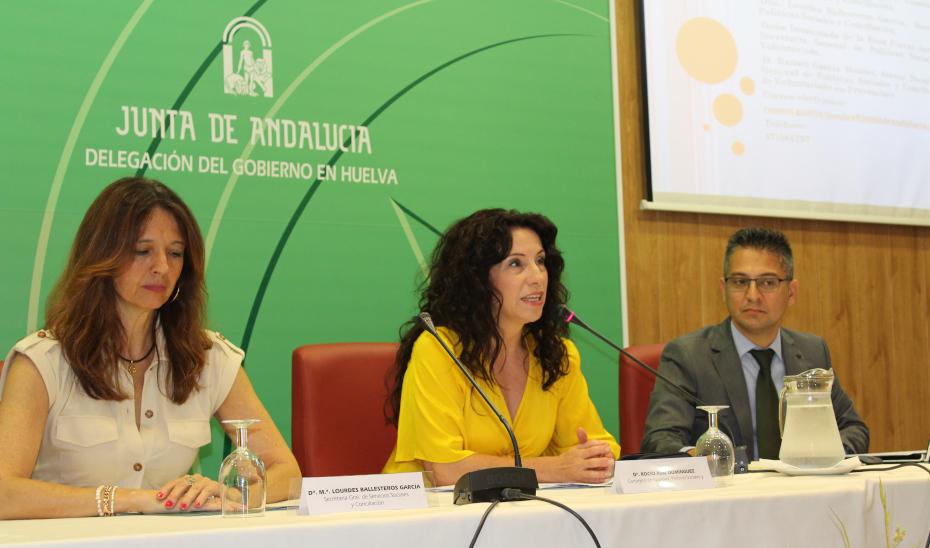 La consejera Rocío Ruiz inaugura un encuentro con entidades de voluntariado de Huelva.