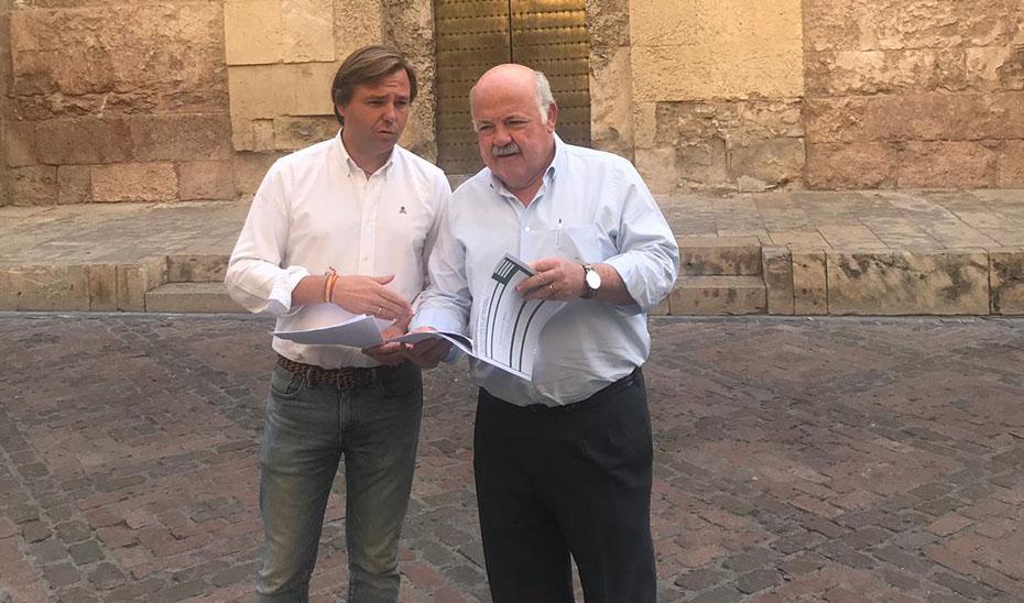 El consejero de Salud y Familias presenta, junto al delegado del Gobierno en Córdoba, los presupuestos de la Junta en la provincia