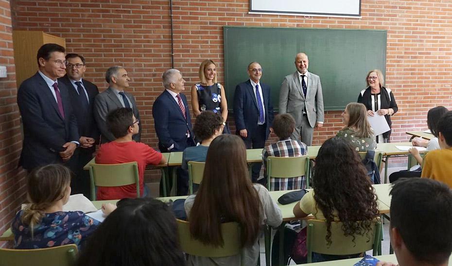 El consejero Javier Imbroda, en el IES Zaidín-Vergeles de Granada, donde ha dado por inaugurado el curso de Secundaria.