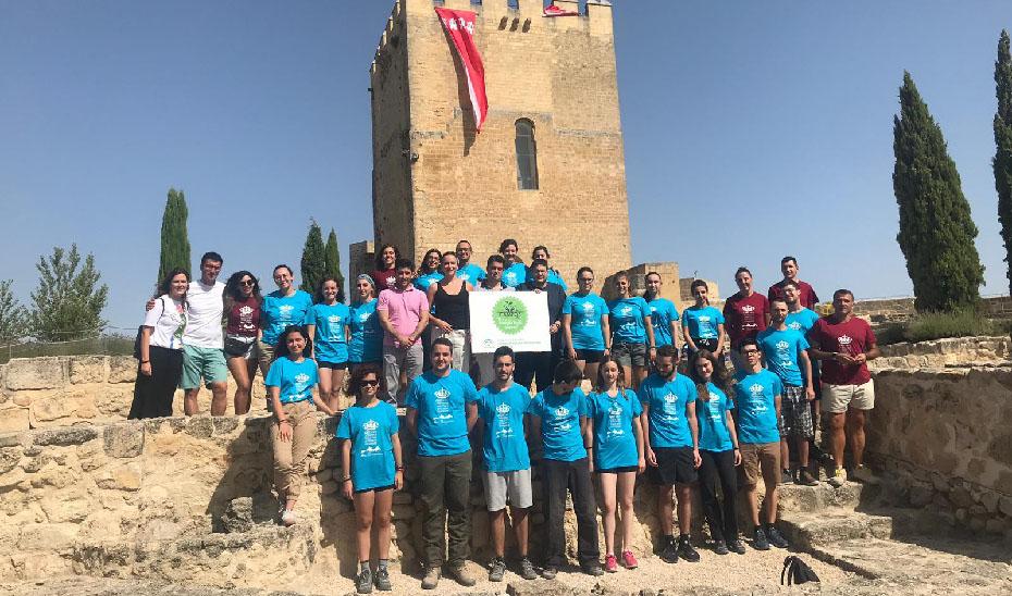 Jóvenes voluntarios del IAJ en uno de los campos, celebrado en Alcalá la Real.