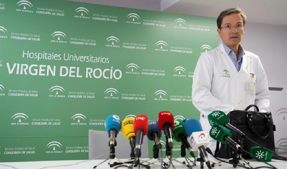 El portavoz de la Consejería para el brote de listeriosis, José Miguel Cisneros. (Foto EFE)