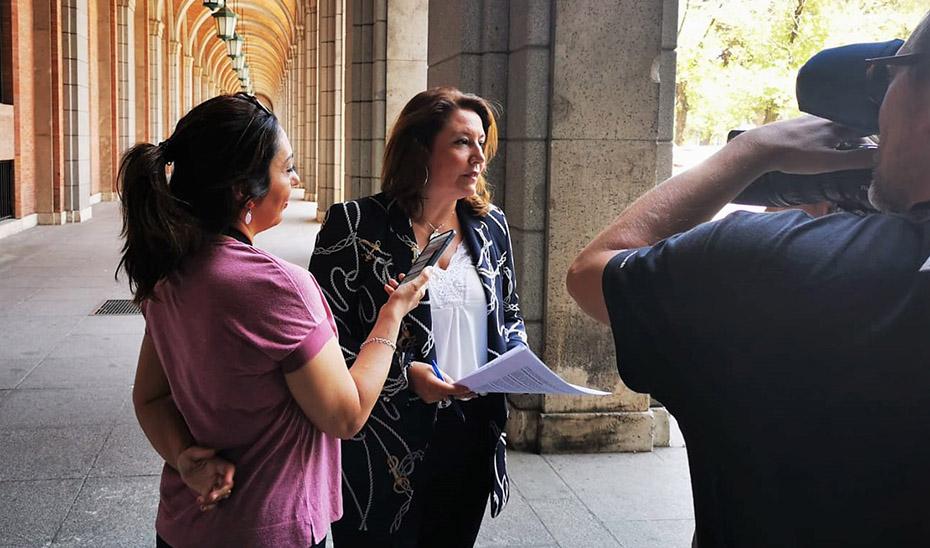 Carmen Crespo junto a la sede ministerial en su anterior entrevista con el secretario de Estado de Medio Ambiente.