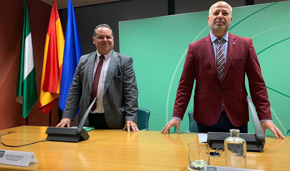 Javier Imbroda, a la derecha, en la presentación de la oferta de empleo público docente para 2020.