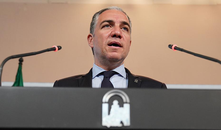 Bendodo expone la declaración institucional en defensa de la mejora de la red ferroviaria andaluza