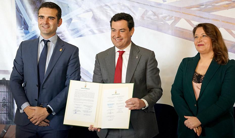 Juanma Moreno, con la consejera Carmen Crespo y el alcalde de Almería, Ramón Fernández Pacheco.