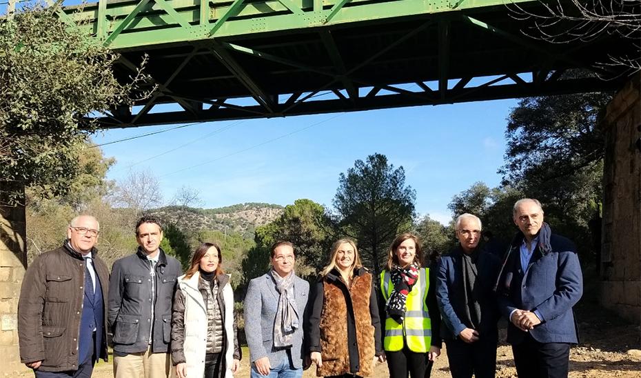 Carazo visitó el puente sobre el río Jándula en Andújar.