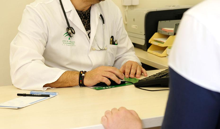 El SAS se reforzará con 3.209 profesionales que permitirán mantener los dobles circuitos de atención sanitaria todo el verano.