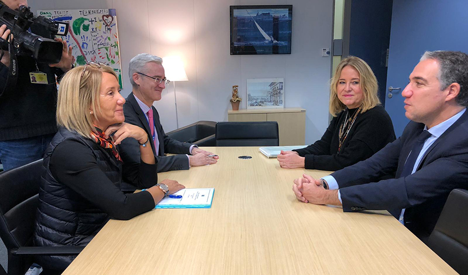 Un momento de la reunión en Bruselas del consejero de la Presidencia con la Adjunta al Negociador Jefe de la Task Force de la Comisión Europea para las negociaciones para la salida del Reino Unido de la UE, Clara Martínez Alberola.
