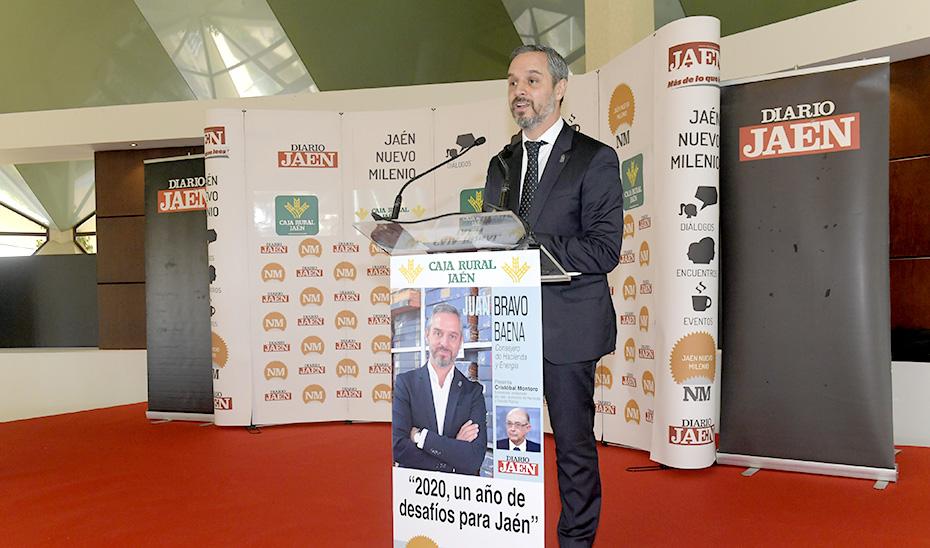 El consejero de Hacienda, Industria y Energía, Juan Bravo, durante su intervención.
