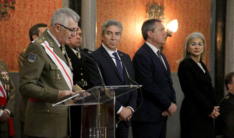 La consejera de Cultura y Patrimonio Histórico, junto al resto de las autoridades, en el acto de la Pascua Militar.