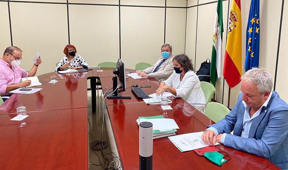 Reunión de la Consejería de Salud y Familias con la FAMP para coordinar a las Policías Locales en el seguimiento de los casos de Covid.