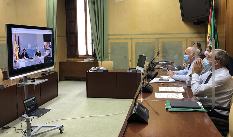 Rogelio Velasco y Jesús Aguirre participando este miércoles por videoconferencia en la Conferencia General de Política Universitaria.