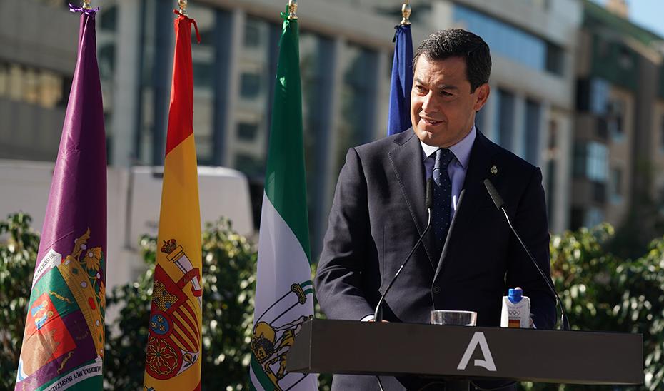 Intervención de Juanma Moreno en la inauguración de la escultura homenaje a los profesionales sanitarios ante el Covid-19