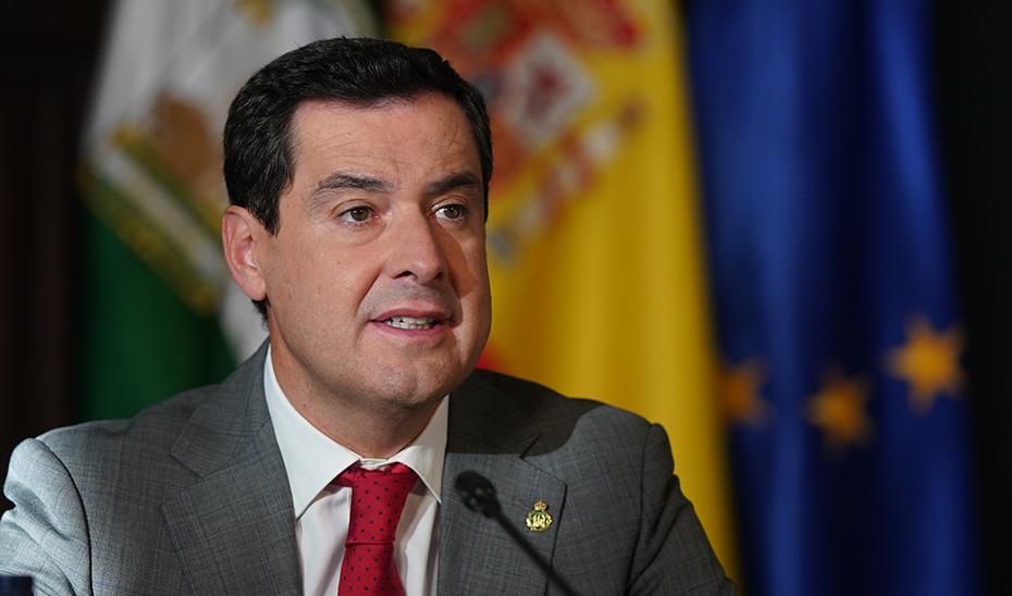 El presidente Juanma Moreno, en el transcurso de la reunión.