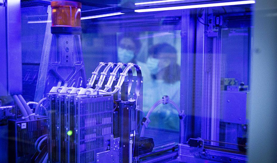 Laboratorio de Microbiología realiza pruebas PCR.