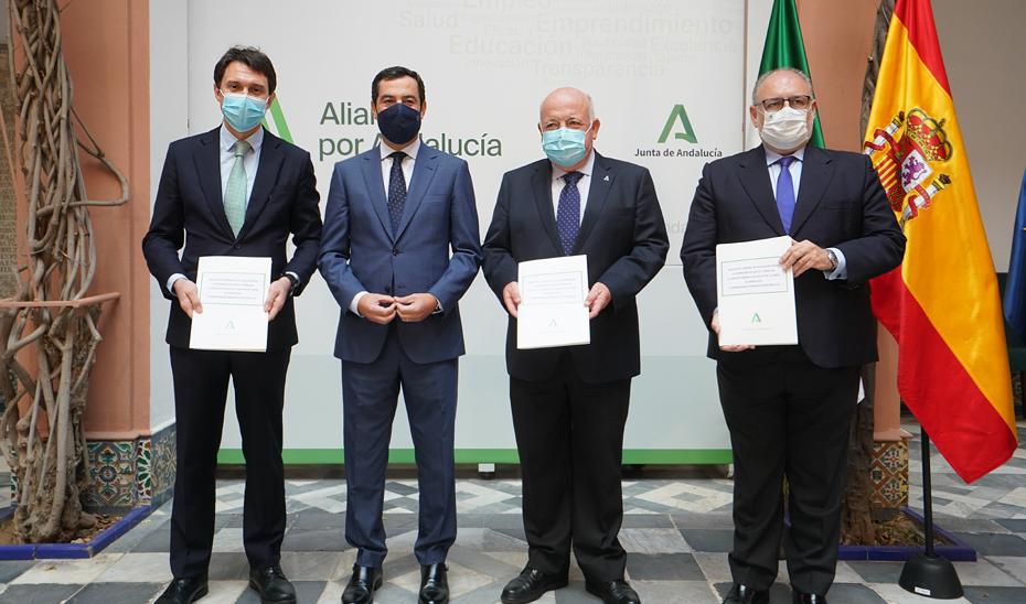 Juanma Moreno preside la firma de un convenio entre la Junta de Andalucía y Laboratorios Rovi