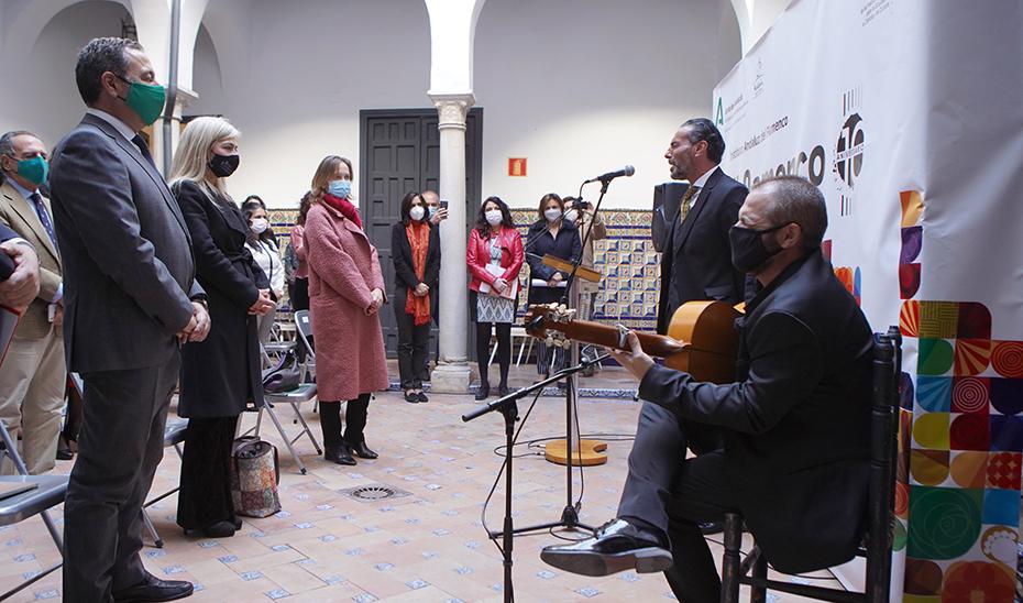 Pedro 'el Granaíno' interpretó el himno del Pueblo Gitano al término de la conmemoración del Día de los Gitanos y Gitanas andaluces