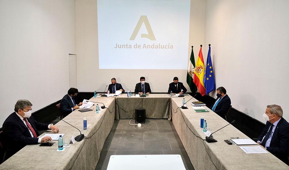 Juan Marín anuncia una 'ventanilla única' de la Junta para la hostelería