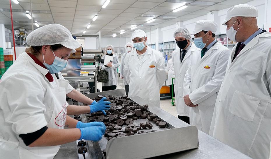 El presidente respalda a la industria andaluza de dulces navieños
