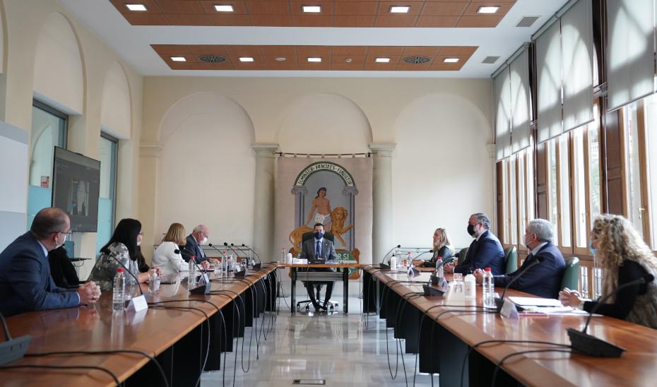 Moreno anuncia que el horario de los comercios y la hostelería en la provincia de Granada se equipara al del resto de Andalucía