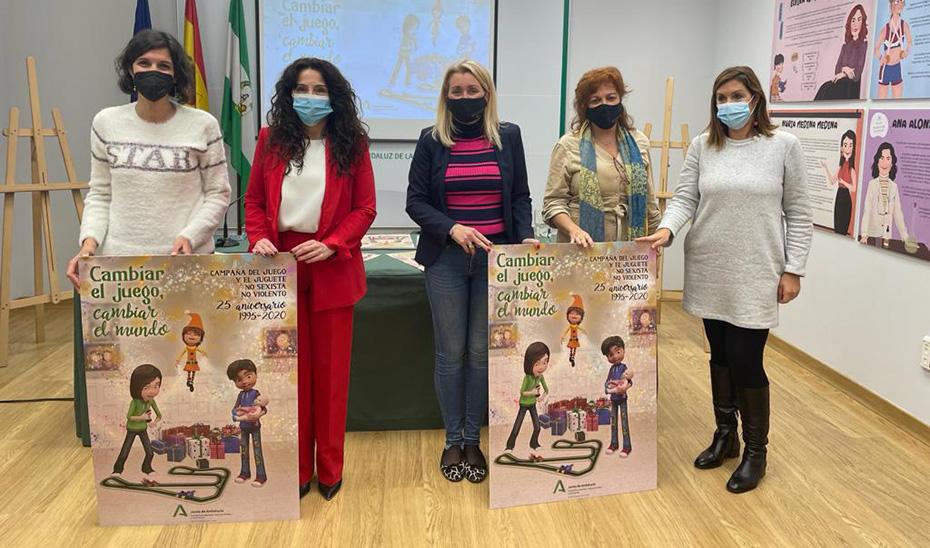 La consejera Rocío Ruiz y la directora del IAM, en la presentación de la campaña.