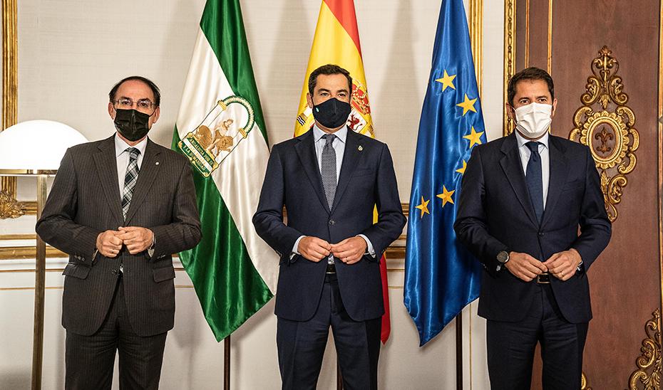 El presidente de la Junta, en San Telmo, con los Javier González de Lara y Gerardo Cuerva.