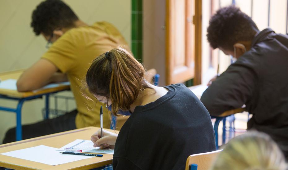 Alumnos en clase.