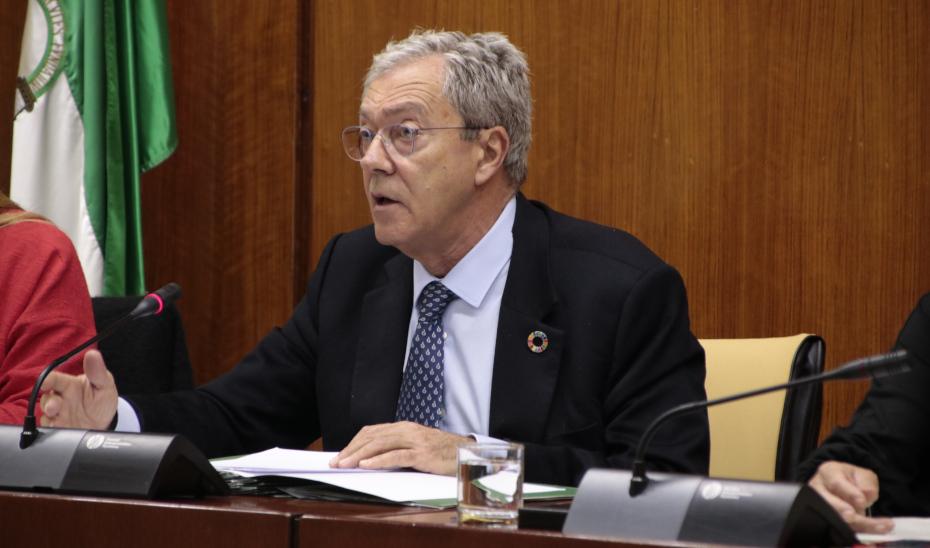 El consejero Rogelio Velasco comparece en comisión parlamentaria.