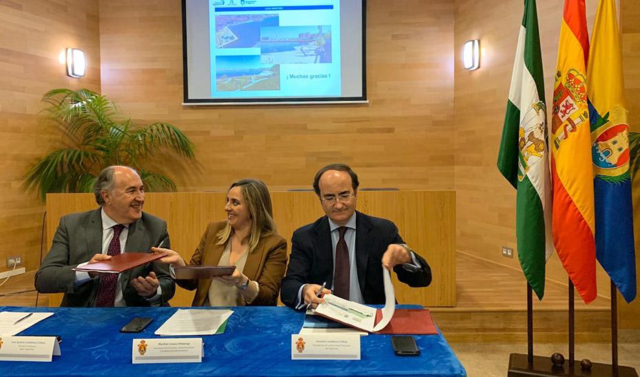 La consejera Marifrán Carazo durante la firma del protocolo del proyecto Lago Marítimo de Algeciras.