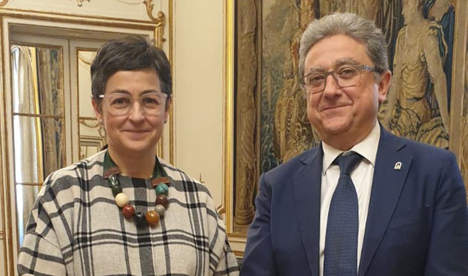 Millo, junto a la ministra de Asuntos Exteriores Arancha González Laya, en Madrid.