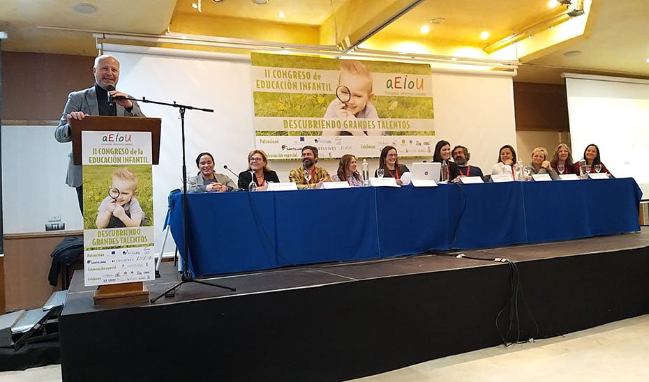 El consejero de  Educación y Deporte, Javier Imbroda, se dirige a los asistentes al II Congreso de Educación Infantil en Antequera.