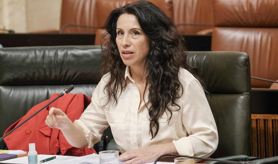 La consejera Rocío Ruiz, en su escaño en el Parlamento.