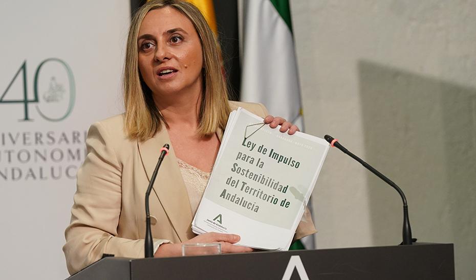 Marifrán Carazo explica los pormenores de la nueva Ley de Impulso a la Sostenibilidad del Territorio de Andalucía