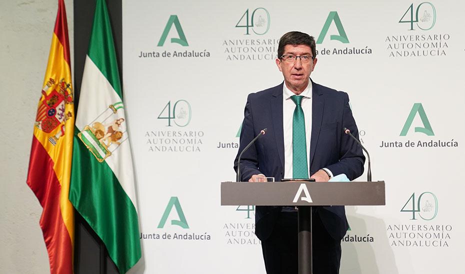 Marín presenta el distintivo 'Andalucía Segura' que garantiza el cumplimiento de las normas frente al Covid-19