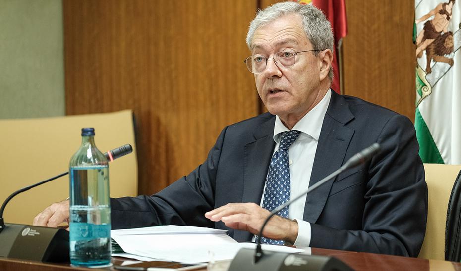 Rogelio Velasco, durante su intervención ante la Comisión de Economía, Conocimiento, Empresas y Universidad.