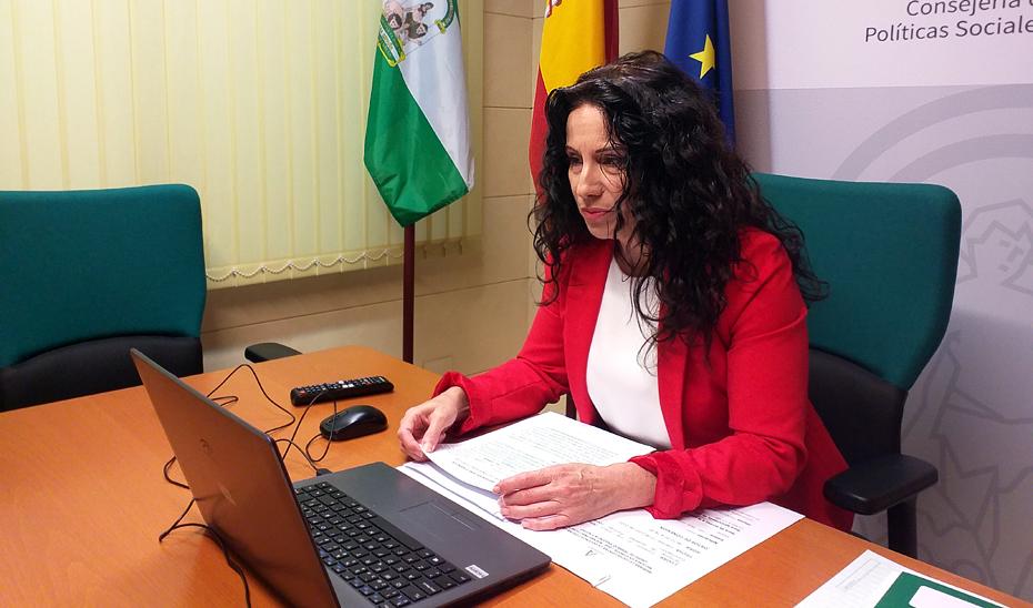 La consejera de Igualdad, Políticas Sociales y Conciliación, Rocío Ruiz, participa a través de videoconferencia en el grupo de trabajo \u0027Violencia y acoso\u0027 creado por el Gobierno francés con el objetivo de buscar las mejores prácticas europeas para combatir la violencia contra las mujeres.
