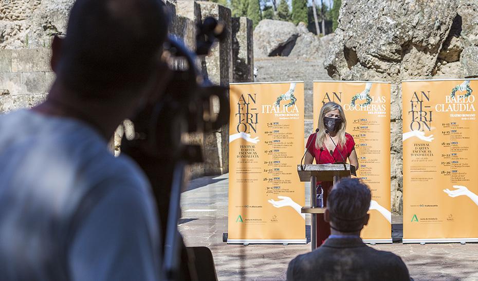 Del Pozo, consejera de Cultura y Patrimonio Histórico, durante la presentación del Festival de las Artes Escénicas de Andalucía 'Anfitrión'.